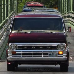 Full on front 74 Ford Econoline Custom Ford Falcon, Classic Ford Trucks, Classic Cars, Old School Vans, Chevy Van, Day Van, Custom Vans, Campervan, Van Life