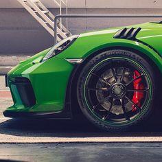 Dettagli della nuova #Porsche #911 #GT3 #RS. Prossimamente in arrivo a #Parma.