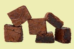 Az egyik legbrutálisabb csokis finomságot Lilla egészséges formába öntötte, méghozzá vegán és gluténmentes is ez a süti.