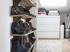 Orden i sakene! skohylle tilfører entreen et røft uttrykk og hver hylleplate er tilpasset skostørrelsen hennes. Hyllen er laget av drivved og er kjøpt i nettbutikken Drivved.no.