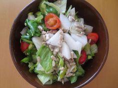 Fotorecept: Šalát s bielou reďkovkou a slnečnicovými semienkami