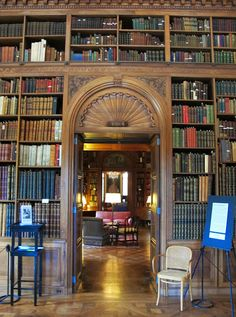 LIBRARIES:  BIG OLD HOUSES: High Art and Deep Pockets