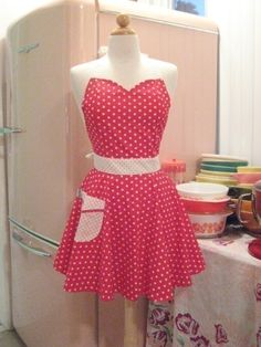 Apron Retro Red and White Polka Dot Sweetheart BELLA - from Boojiboo shop on Etsy