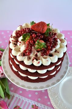 Tort Red Velvet - Retete culinare by Teo's Kitchen Velvet Cake, Red Velvet, Cake Decorating Designs, Food Cakes, Let Them Eat Cake, Easy Desserts, Amazing Cakes, Cake Recipes, Food And Drink