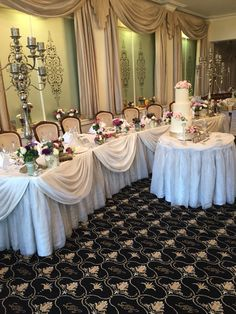 Living out bridal table