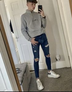 Boys Ripped Jeans, Superenge Jeans, Skinny Guys, Super Skinny Jeans, Stylish Mens Outfits, Cool Outfits, Hot Teenagers Boys, Mode Man, Skinny Fashion