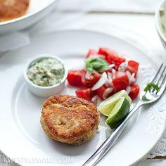 Kotleciki rybne z ziemniakami i sosem majonezowym Salmon Burgers, Food Porn, Tasty, Fishcake, Healthy, Ethnic Recipes, Poland, Dinners, Traditional