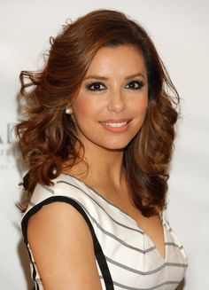 Eva Longoria Natural brunettes should ask for warm amber tones to complement their skin tone, like Eva does here. Doesn't her skin just glow with that perfect shade? - Redbook.com