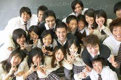 笑顔の高校生の集合写真 (c)Doable/orion