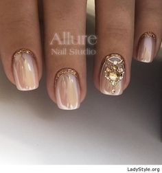 Glam nails with gold details - LadyStyle