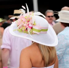This is the hat I would wear to the Kentucky Derby!