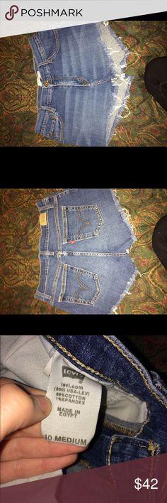 🌟no flaws🌟 vintage high waisted Levi shorts 💎no flaws💎 dark distressed high waisted Levi shorts. 99% cotton 1% spandex Levi's Shorts Jean Shorts