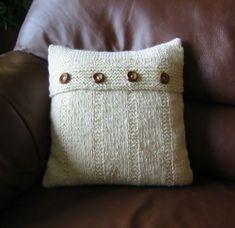 Se están usando mucho los almohadones tejidos con dos agujas, quedan muy bonitos y orignales. Inclu...
