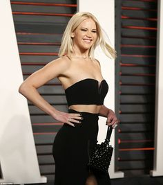 "Jlaw perfection: "" ""Jennifer Lawrence attends the 2016 Vanity Fair Oscar Party Hosted By Graydon Carter at the Wallis Annenberg Center for the Performing Arts on February 2016 in Beverly Hills Jennifer Lawrence Joy, J Law, Dress Couture, Dior Couture, Pixie Cut, Jenifer Lawrance, Graydon Carter, Vanity Fair Oscar Party, Katniss Everdeen"