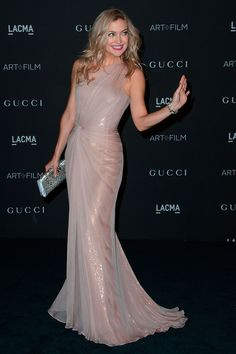 Wow! This dress is so gorgeous!!! Kate Hudson knocks it out of the park in a sparkling blush Gucci gown at the LACMA Art + Film Gala.