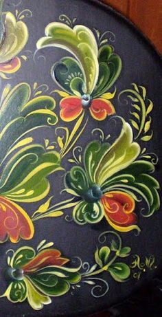 Want a tattoo up my side of rosemaling Tole Decorative Paintings, Tole Painting Patterns, Rosemaling Pattern, Norwegian Rosemaling, Scandinavian Folk Art, Pintura Country, Arte Popular, Folklore, Painting Techniques