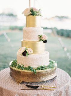 Cake: The Cake Zone - http://www.stylemepretty.com/portfolio/TheCakeZone Photography: Justin DeMutiis Photography - justindemutiisphotography.com   Read More on SMP: http://www.stylemepretty.com/2016/07/26/luxury-at-home-florida-wedding/
