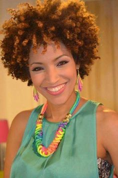Beginning natural hair journey? Learn exactly how to transition from relaxed to natural hair in detail. 7 Keys for transitioning from relaxed to natural hair. Cabello Afro Natural, Pelo Natural, Natural Hair Tips, Natural Hair Journey, Natural Curls, Twisted Hair, Hair Affair, Natural Styles, Natural Hair Inspiration