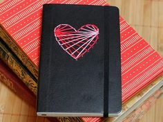 Kostenloses DIY: Notizbuch mit Herz besticken / free tutorial: embroidering a note book via DaWanda.com