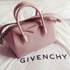 Uploaded by nora. Find images and videos about lovely, givenchy bag and Givenchy on We Heart It - the app to get lost in what you love. Fashion Handbags, Purses And Handbags, Fashion Bags, Women's Fashion, Mk Bags, Cute Bags, Beautiful Bags, Swagg, Purse Wallet