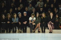 Anna Wintour 2016 stands out in a crowd   Best seat in the house: Sandra Bernhard, Connor Dodd, Robert Duffy ...