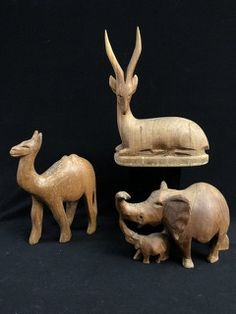 GROUPING OF HAND CARVED WOODEN AFRICAN ANIMALS (ELEPHANT IS MISSING TUSKS)