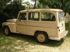 Clásica buscando sombra. Jeep Willys, Willys Wagon, Old Cars, Cars Motorcycles, Vintage Cars, Trucks, Bike, Jeeps, Pastel