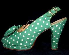 Cute 1940s green and white polka dot platforms. #vintage #fashion #shoes