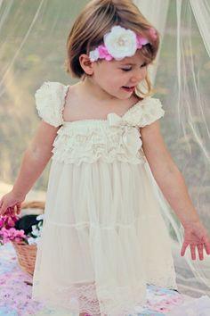 Robe de fille de fleur de dentelle...Robe par SuriPieCreations