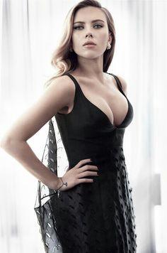 Scarlet Johansson (ಠ_ರೃ)