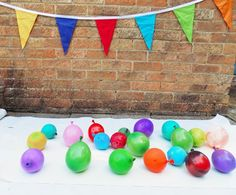 Paint and glitter filled balloons for some fun splatter art! Popping paint filled balloons is so much fun an activity everyone can get stuck into! Preschool Crafts, Toddler Activities, Preschool Activities, Diy And Crafts, Crafts For Kids, Arts And Crafts, Balloon Painting, Paint Balloons, Splatter Art