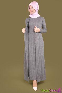 Z - Hijab Dress With Self Waistcoat . Islamic Fashion, Muslim Fashion, Modest Fashion, Fashion Outfits, Hijab Elegante, Hijab Chic, Hijab Dress, Hijab Outfit, Estilo Abaya