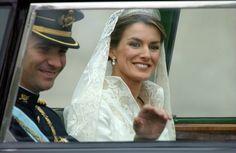 El diseño más famoso de Pertegaz: el vestido de boda de Letizia Ortiz (FOTOS)