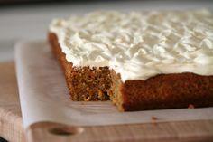 O famoso bolo de cenoura estilo americano (ingles, irlandes?) e sua incrível cobertura de cream cheese.