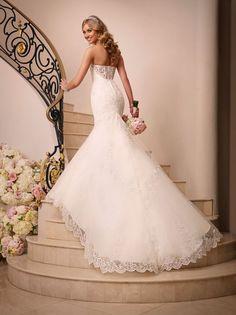 Vestido de noiva da coleção Stella York 2016 - http://www.noivasdeportugal.com/blog/os-vestidos-stella-york-para-as-noivas-de-2016