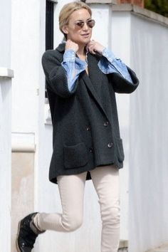 Kate Hudson wearing Isabel Marant Nowles Boots and Ray-Ban Rb3025 Aviator Flash Lenses Sunglasses in Red Mirror