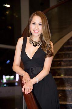 Crassula Ovata, Asian Beauty, Honey, Models, Black, Dresses, Fashion, Gowns, Moda