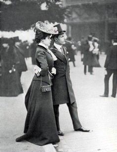 A well-tailored couple, Le Figaro-Modes, April 1900s Fashion, Edwardian Fashion, Vintage Fashion, Edwardian Style, Vintage Dresses, Vintage Outfits, Edwardian Gowns, Great Costume Ideas, Gibson Girl