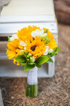 Sunflower bouquet #weddingbouquet @weddingchicks