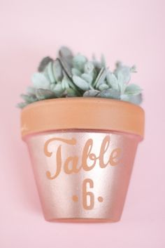 DIY-pot-plante-pochoir-cuivre-005d Dream Wedding, Wedding Day, Table Numbers, Planter Pots, Crafty, Comme, Inspiration, Cactus, Brunch