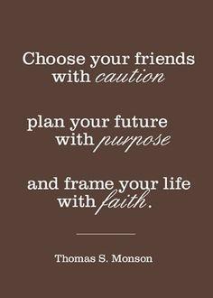 Asi es!! no hay de malo en escoger a los amigos que estarán toda tu vida, tener un propósito y tener fe en todo lo que hagas. Pero un mal amigo es mal consejero.....
