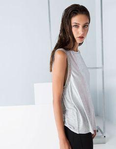 19,99€ - Bershka Portugal - T-shirt Bershka laminada detalhe ombros