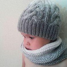 Грусняшка моя маленькая Забрала у меня шапку и снуд, сказала, что это её На уговоры не идёт, ганяет по квартире голая, зато в шапке и шарфе А вы уже готовитесь к зиме? Мои заказчики - да!  #снуд #снуды #шапка #градиент #шапкаспицами #детскаяшапка #косы #вязаниедлямалышей #вязаниедлядетей #knit #knitting_inspiration #knitting_is_love #вязаниеукраина #вязаниеназаказ #вяжутнетолькобабушки #knit #зимаблизко #готовьсанилетом