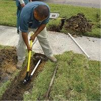 Trenching Guide: Manual trench digging tools, shovels, and Tips. Powered trenchers and trench digger options. Driveway Drain, Driveway Landscaping, Outdoor Landscaping, Driveway Posts, Landscaping Ideas, Sprinkler System Installation, Lawn Sprinkler System, Irrigation Pipe, Irrigation Systems