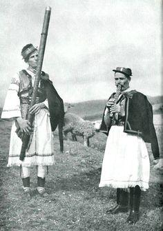 fujara Folk Clothing, Folk Music, Europe, Folk Costume, Vintage Pictures, Nostalgia, Character Design, Culture, Flutes