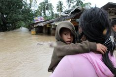 3 jan 2013: Ökad risk för handel med barn i katastrofdrabbade Filippinerna.    Tyfonen Bopha som drog fram över Filippinerna i början av december räknas som den värsta i landets historia. Över 6 miljoner människor har drabbats varav närmare hälften är barn. UNICEF varnar nu för att de redan extremt utsatta barnen även riskerar att utsättas för handel.