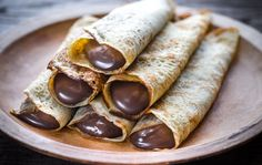 Uploaded by ♡. Find images and videos about love, food and chocolate on We Heart It - the app to get lost in what you love. Nutella, Snack Recipes, Cooking Recipes, Breakfast Recipes, Dessert Crepes, Classic French Dishes, Chocolate Crepes, Food Platters, Food Cravings