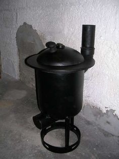 Welcome to living Green & Frugally. We aim to provide all your natural and frugal needs with lots of great tips and advice, How To Build A Wood Burner Pot Belly Stove. Made From a Gas Tank Homestead Survival, Survival Prepping, Emergency Preparedness, Survival Life, Emergency Planning, Survival Hacks, Survival Stuff, Metal Projects, Welding Projects
