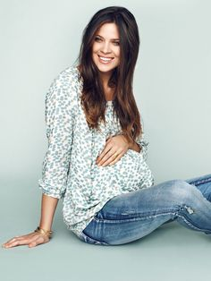 Maternity slim jeans and top from MAMALICIOUS #mamalicious #maternity #jeans