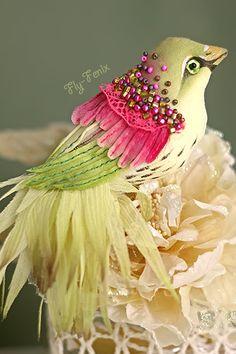 брошь птица Душистый Шиповник. Одними из самых восхитительных по оперению и причудливости являются, бесспорно, райские птицы. Восхитившись их очарованием, я воплотила эту красоту в серии текстильных брошек из шелка и хлопка. Да, да!
